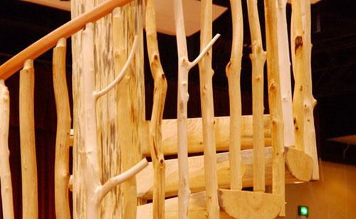 Ограждение деревянных лестниц своими руками